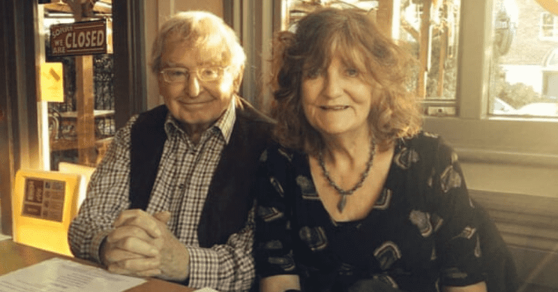 Man Wrote A Poem For His Wife Every Day For 25 Years To Show How Much He Loved Her